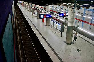 Einfahrender C-Zug im U-Bahnhof Frankfurter Ring