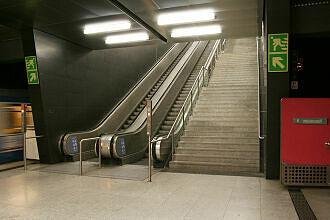 Südöstlicher Aufgang im U-Bahnhof Wettersteinplatz