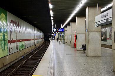 Einfahrender B-Wagen am Königsplatz
