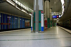 Östlicher Bahnsteigzugang zum U-Bahnhof Dülferstraße
