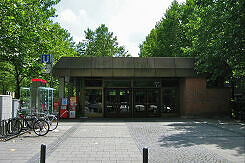 Nördlicher Zugang zum U-Bahnhof Therese-Giehse-Allee