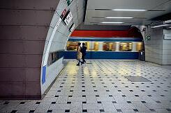 Ausfahrender A-Wagen im U-Bahnhof Trudering an Gleis 1