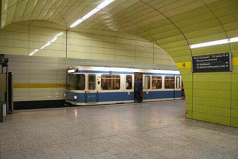 A-Wagen 169 am Karlsplatz (Stachus)