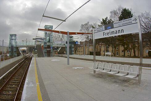 Südlicher Bahnsteigbereich in Freimann