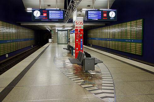 Hintergleiswand am Bahnhof Haderner Stern