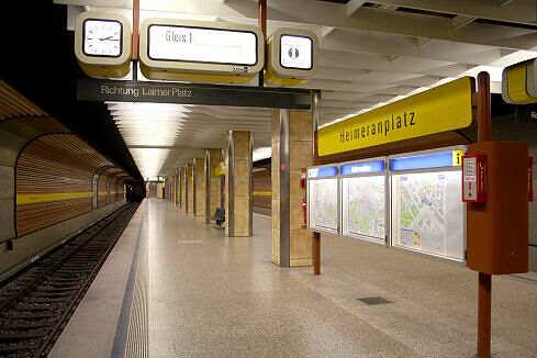 Heimeranplatz noch mit alten Zugzielanzeigern