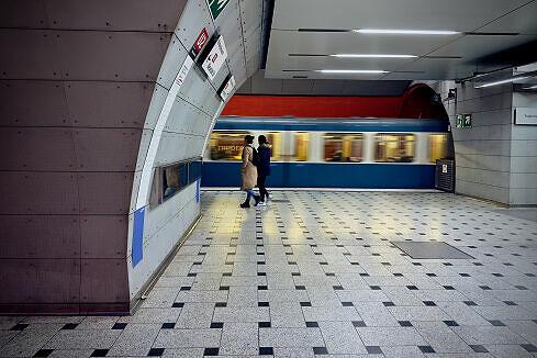 Ausfahrender A-Wagen in Trudering an Gleis 1