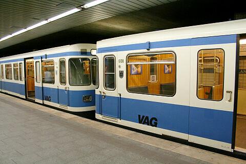 A-Wagen 126 in Nürnberg zusammen mit Wagen 108