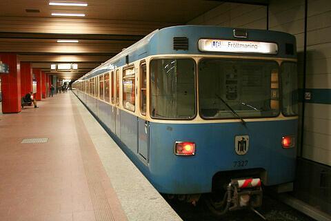 A-Wagen 327 am Harras
