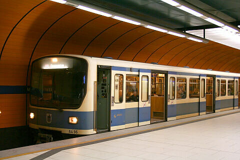 B-Prototyp 496 am Marienplatz