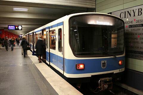 B-Wagen 528 am Odeonsplatz