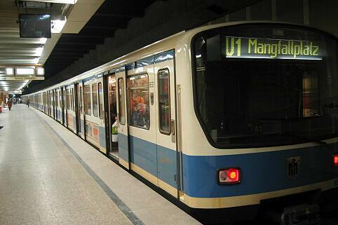 B-Wagen 557 am Rotkreuzplatz