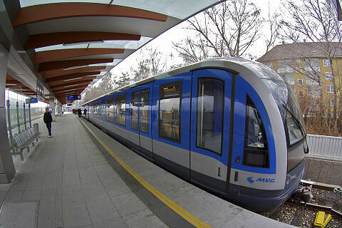 C-Zug 604 im U-Bahnhof Freimann
