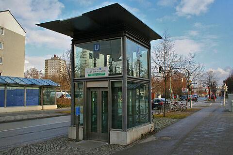 Lift am U-Bahnhof Hasenbergl