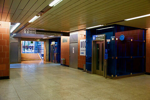 Sperrengeschoss des U-Bahnhofs Kieferngarten