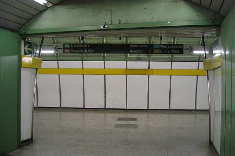 Leitsystem Odeonsplatz - Verbindungstunnel Richtung U4/5-Bahnsteig