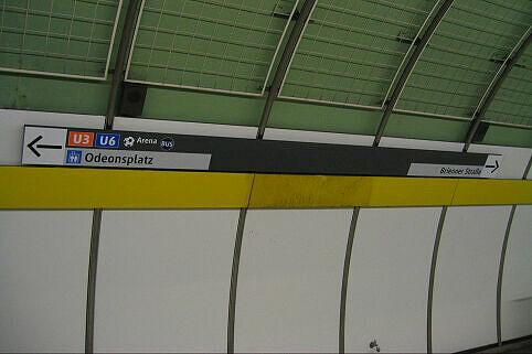 Leitsystem Odeonsplatz - Neue Beschilderung Bahnsteig