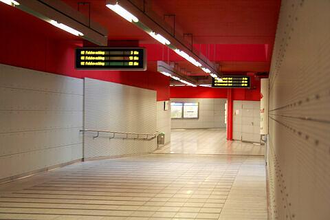 Westlicher Verbindungstunnel von der S-Bahn zur U-Bahn in Trudering
