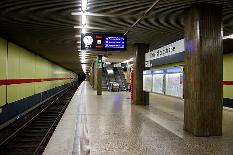 Untersbergstraße Gleis 2 mit ausfahrendem A-Wagen