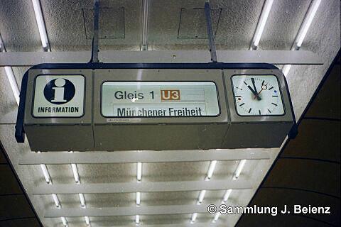 Zugzielanzeiger am Marienplatz 1971