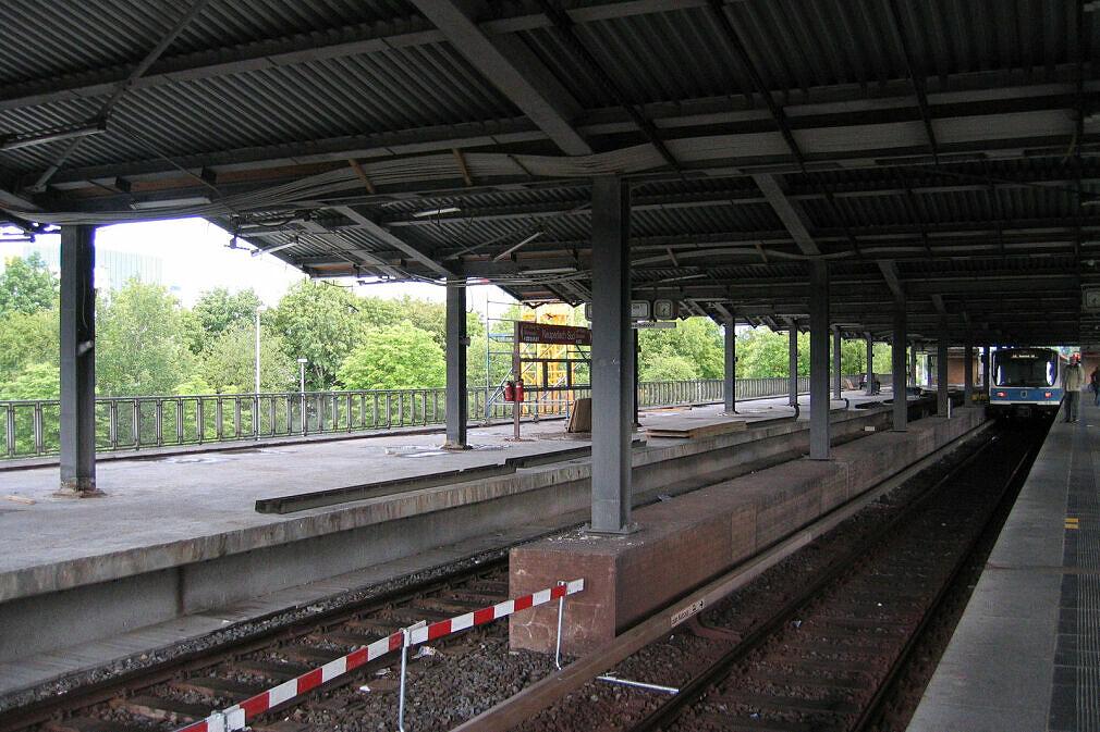 Baustelle Neuperlach Süd - Dach ohne Verkleidung