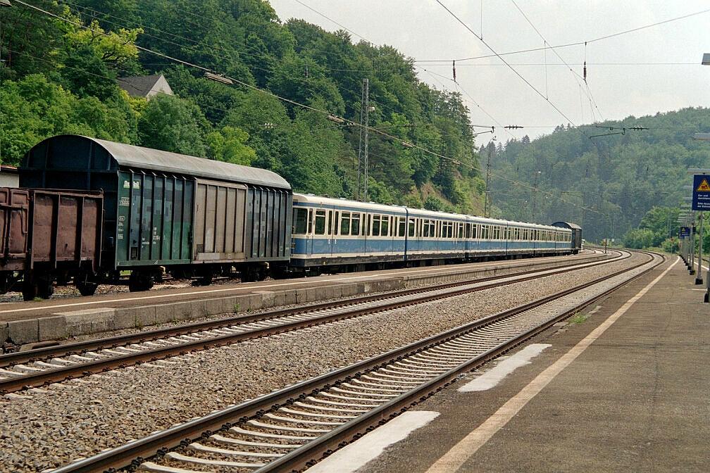 Überführung dreier U-Bahn-Wagen 2003 - Aufenthalt zum Wasserfassen in Eichstätt Bahnhof