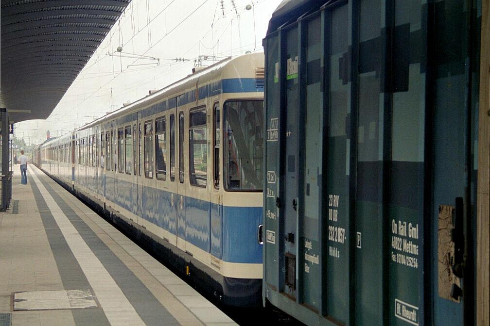 Überführung dreier U-Bahn-Wagen 2003 - Aufenthalt in Treuchtlingen